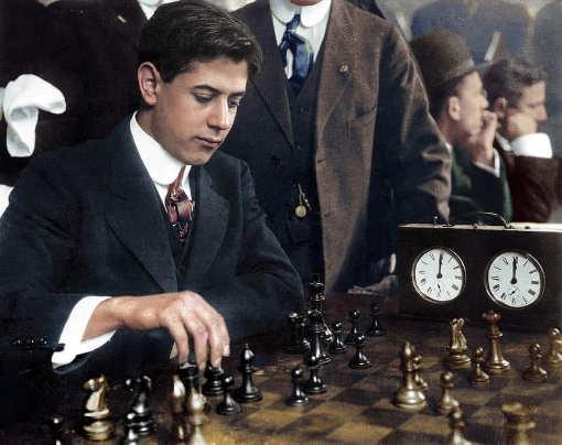 Troisième champion du monde des échecs, de 1921 à 1927, Capablanca était réputé pour la clarté de son jeu