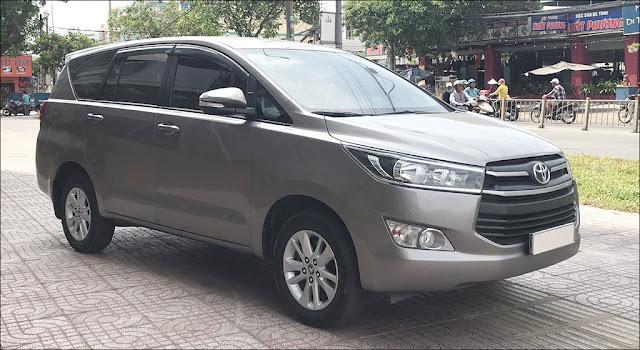 Toyota Innova 2.0E MT 2017 màu Đồng qua sử dụng