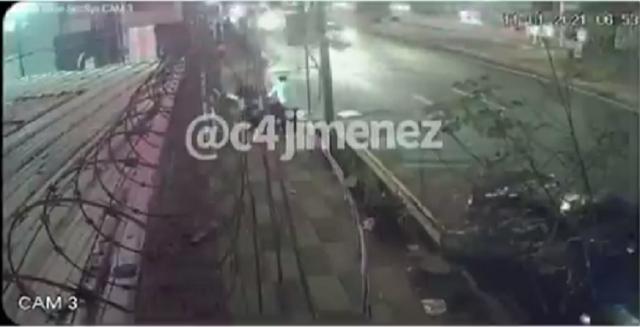 Video.- Sicario en silla de ruedas ejecuta a su victima dentro de su camioneta con mas de 30 balazos