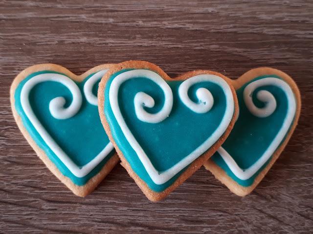 Keks der Woche: Türkises Herz mit Royal Icing