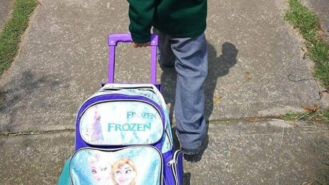 La historia de un nene y su mochila de Frozen que dio la vuelta al mundo