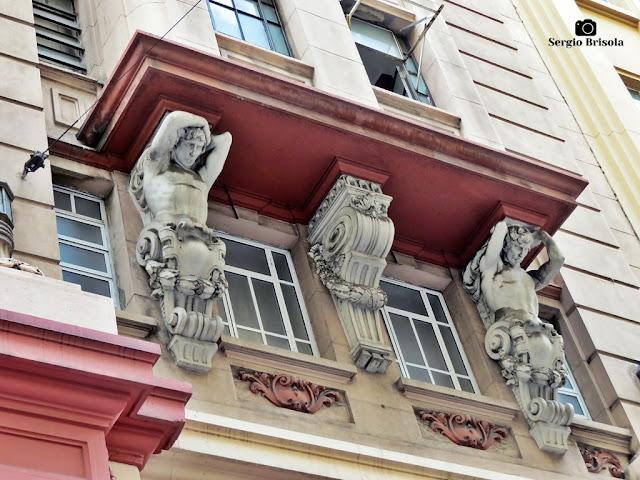 Close-up dos Atlantes do Palacete Chavantes - Centro - São Paulo
