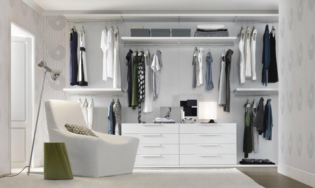 """10 prendas que no deben faltar en un """"armario cápsula"""""""