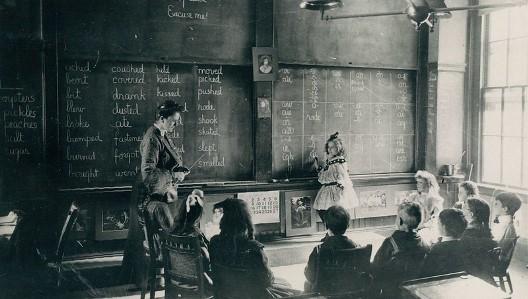 Bagaimana cara menghormati dan mematuhi guru