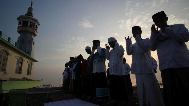 Hukum dan Cara Shalat Idul Fitri di Rumah