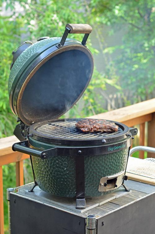 Searing a sous vide steak on the Big Green Egg Mini-Max