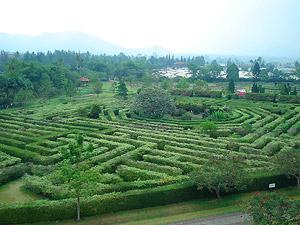 Taman Labirin di Indonesia; http://id.faktaunik.dorar.info/