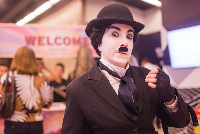 Chaplin é uma das ideias que Humor e Circo oferece para entretenimento dos convidados do seu evento corporativo.