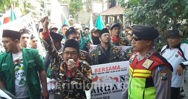 Pengibaran Bendera Khilafah, GP Ansor Turun Jalan Demo DPRD dan Polres Gresik