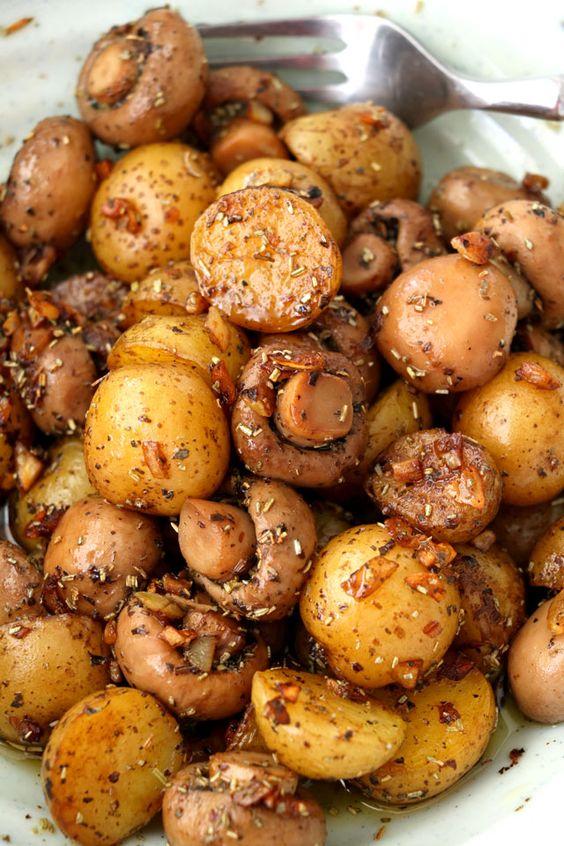 Pan Roasted Garlic Mushroom And Baby Potatoes #panroasted #garlic #mushroom #babypotatoes #potatoes #vegan #veggies #veganrecipes #vegetarianrecipes