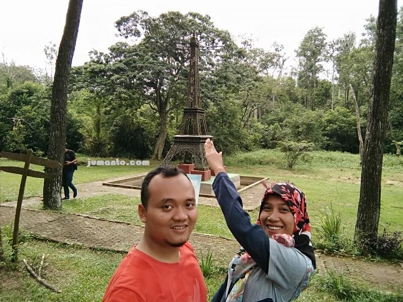 gambar menara eiffel di punti kayu
