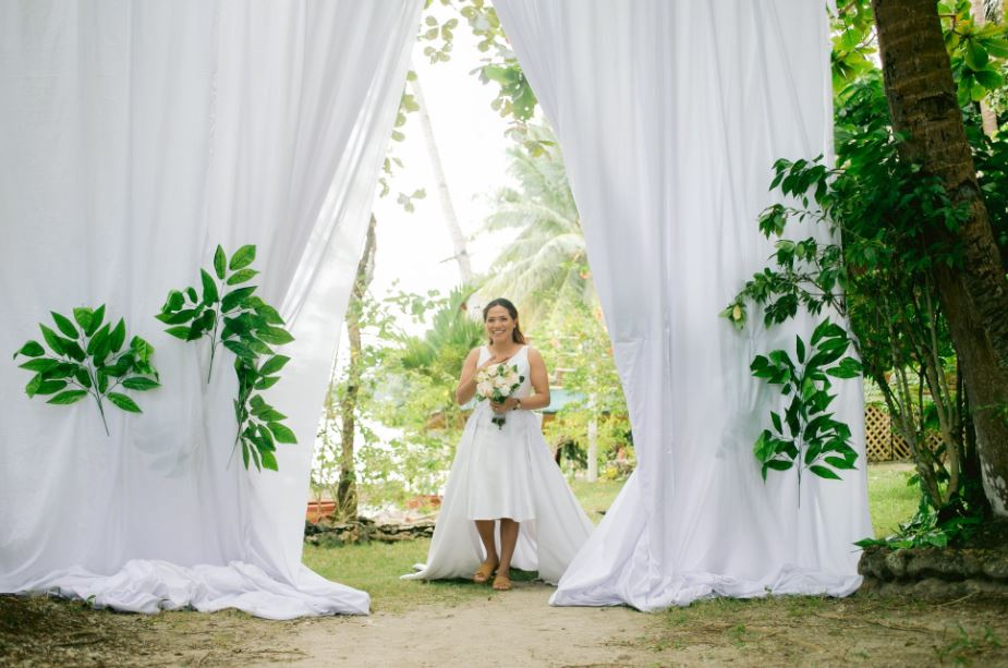 Surprise dream wedding for a couple's 10th anniversary