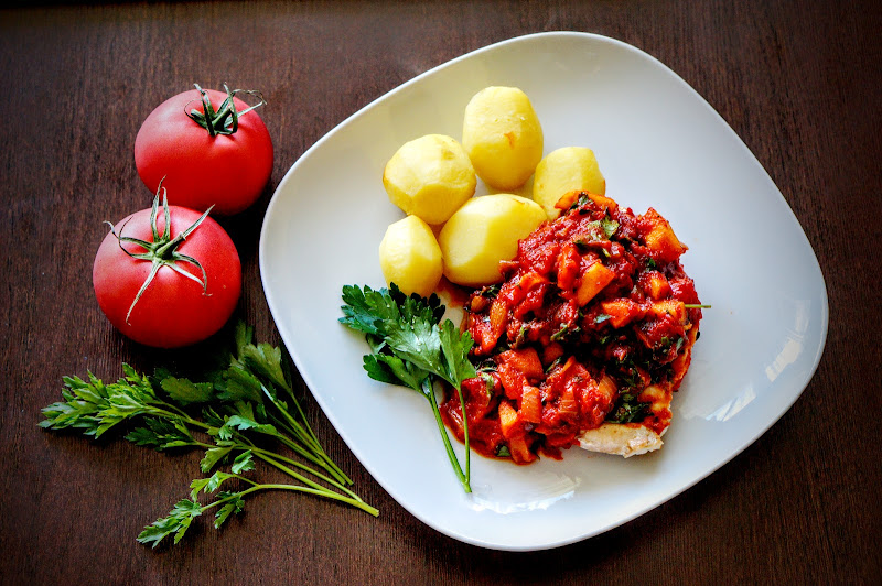 Pierś kurczaka w pomidorach