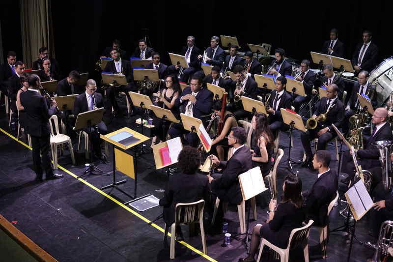 Nos dias 21 e 22 de maio, sexta, às 19h, e sábado, às 18h,a Banda Filarmônica de São Paulo apresenta, no Teatro J. Safra, o clássico do cinema - sexteto de metais.