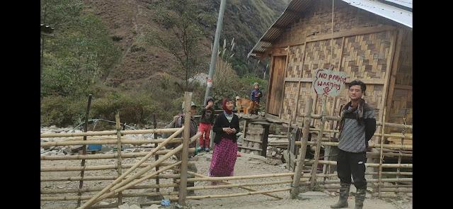 Hardworking locals of Mechuka