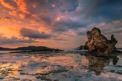 Pantai Wediombo di Kabupaten Gunungkidul www.guntara.com