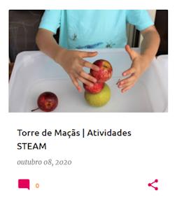 Criança a fazer uma torre de maçãs