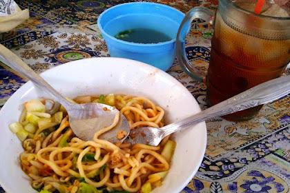 Makan Siang di Pojok Koramil