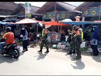 Tetap Disiplin Protokol Kesehatan, Anggota Kodim 0802/Ponorogo Sosialisasikan 5M dan Bagi Bagi Masker Gratis
