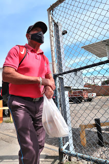 Man with mask in Santiago de Puriscal