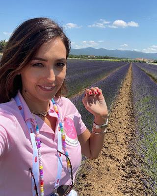 Caterina Balivo foto campo pianta di Lavanda