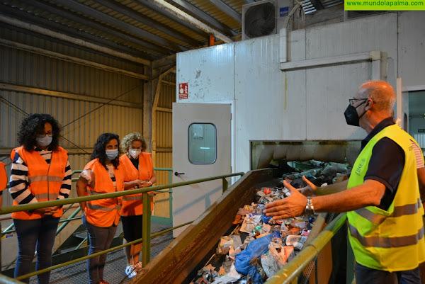 El Cabildo pacta con el Hospital General de La Palma avanzar hacia una gestión más sostenible de los residuos