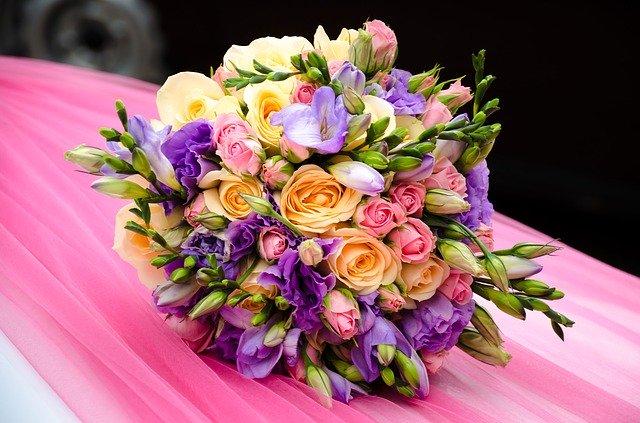 Gambar buket bunga mawar indah