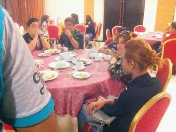 Pondan Seksi Jadi Hiburan di Majlis Hari Lahir