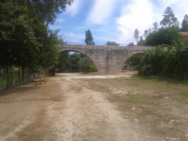 Ponte Romana na Praia Fluvial