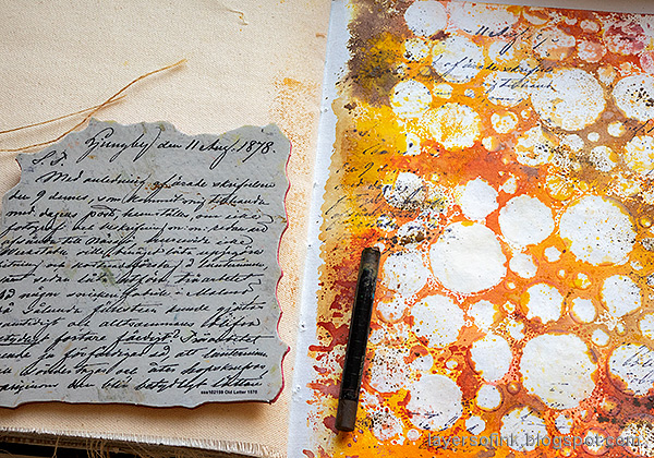 Layers of ink - Inky Resist Circles Art Journal Tutorial by Anna-Karin Evaldsson. Stamp with Simon Says Stamp Old Letter Background.