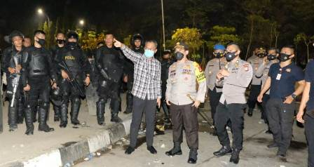 Tinjau Unras Di Fly Over Makassar, Kapolda Sulsel, Memastikan Situasi Kota Makassar Dalam Keadaan Kondusif