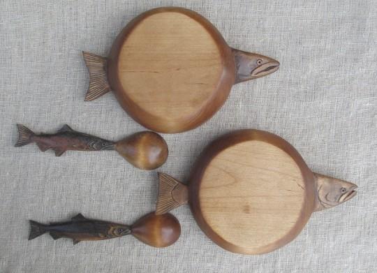 Деревянные тарелки и ложки для ухи