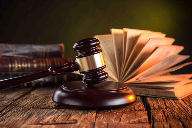 تعرف على ضرورة القانون ، ونشأة القانون وتطوره .