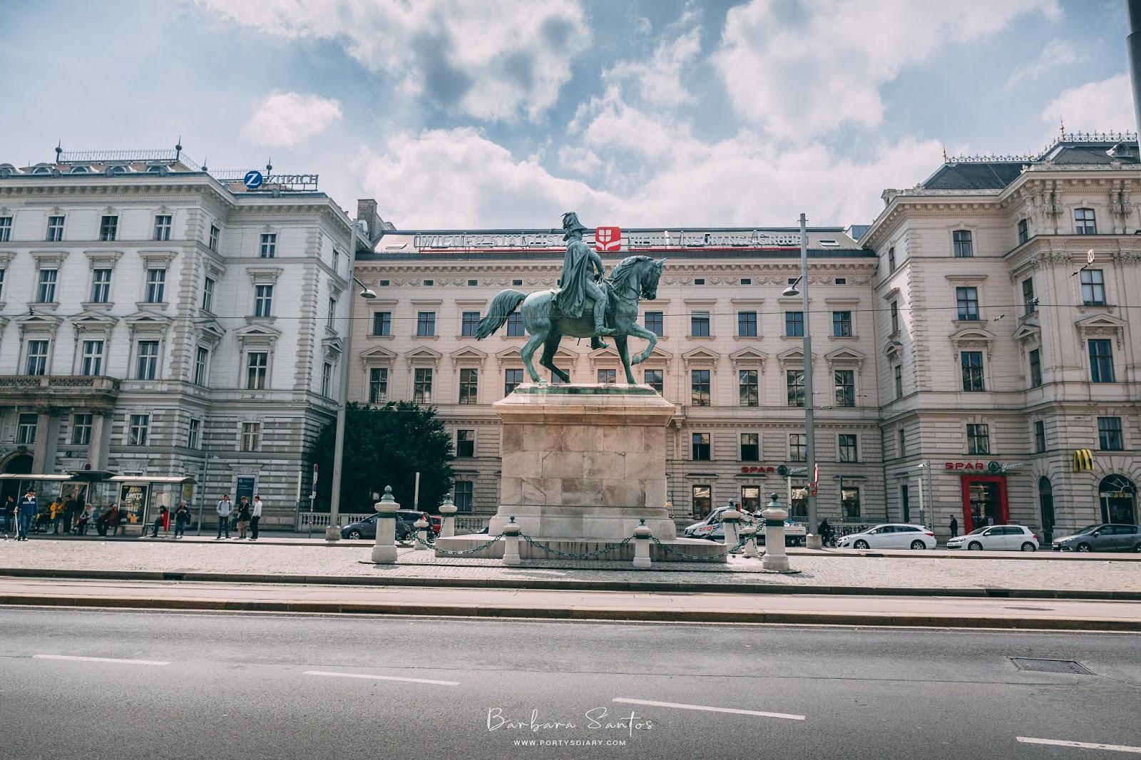 Statue in Vienna - Travel