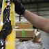 Mỹ cấm nhập khẩu một số hàng TQ vì liên quan vấn đề Tân Cương