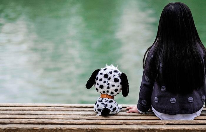pessoa sozinha solidão