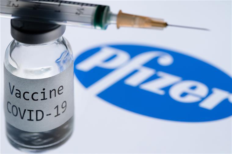 Pfizer e Moderna terão lucros em 2021 de 32 bilhões de dólares com suas vacinas Covid-19