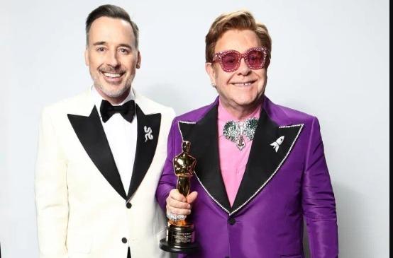 Elton John critica a 'hipocrisia' do Vaticano por se recusar abençoar Casamento Gay