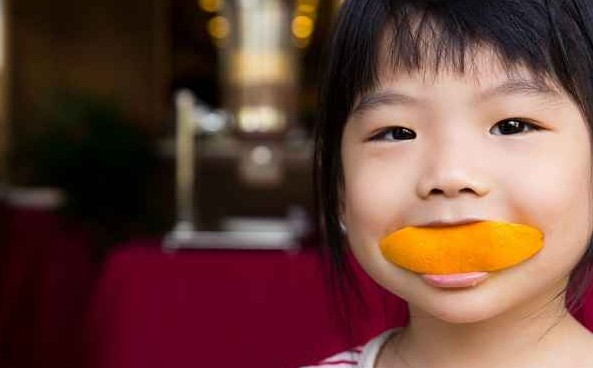 how to take care of your skin by consuming oranges