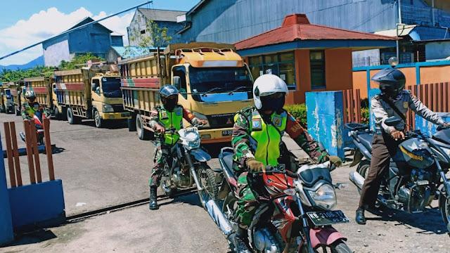 Babinsa Samalantan Bersinergi dengan Bhabinkamtibmas Kawal Beras  Untuk Kecamatan Monterado