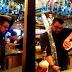 Barman sorprende con su infalible técnica para servir muchos tragos a la vez