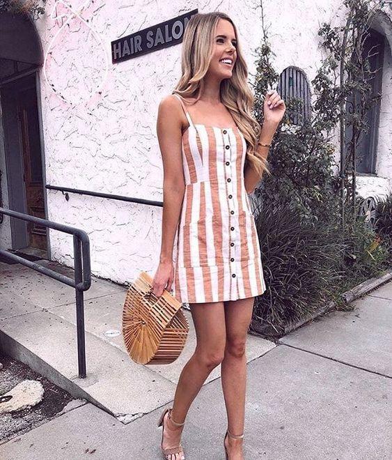 Looks de verão com vestidinho de botão