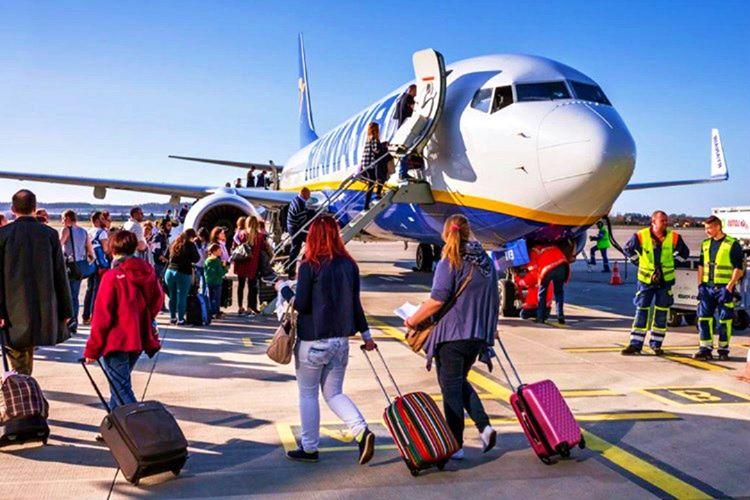 Uçak yolculuğunda uyulması gereken seyahat kuralları arasındaki en önemli kural saatinde uçakta olmaktır.
