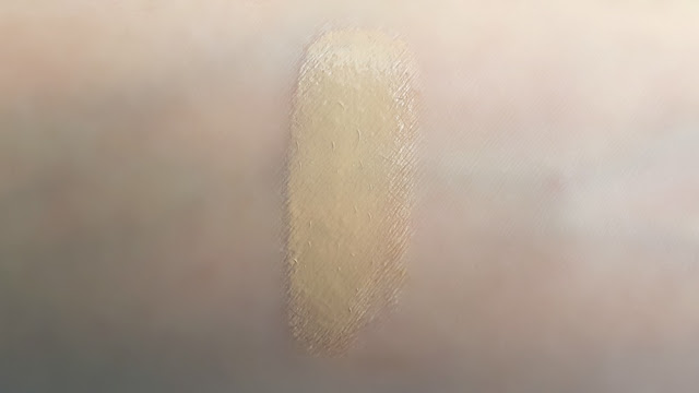 L'Oreal Paris Nude Magique Cushion (swatch)