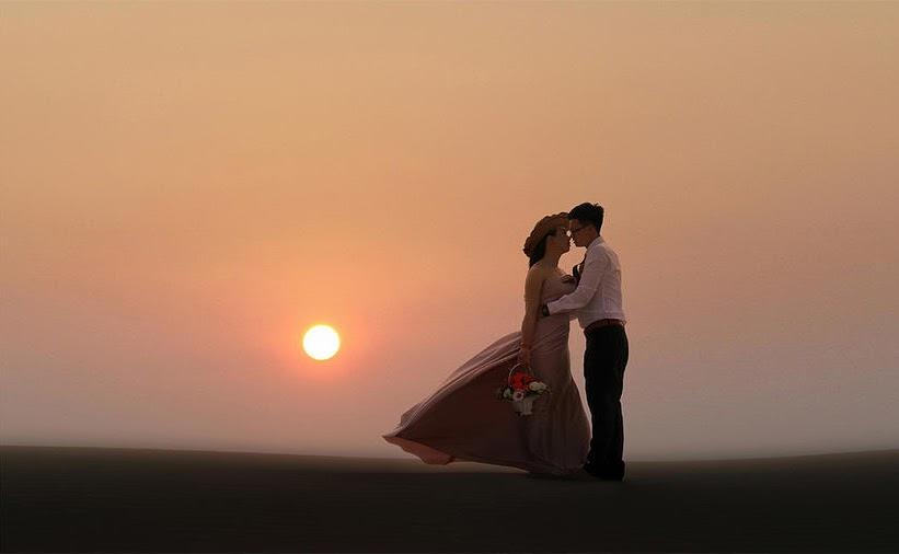 Thuê nhiếp ảnh gia chụp cưới trên đồi cát