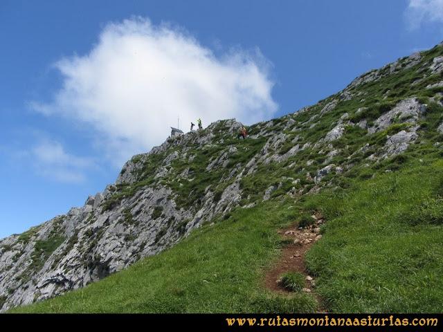 Ruta Les Campes Peña Mea: Llegando a la cima de Peña Mea