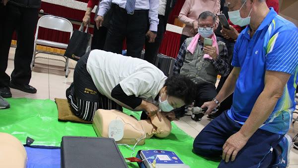 彰化市老人會辦CPR+AED訓練 打造長青急救員
