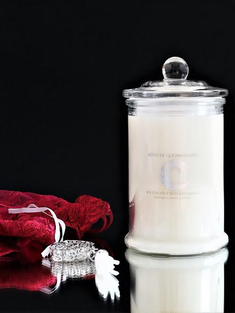 Bougie Monoi de Tahiti Rêves de Gourmandises avis, bougie parfumée monoï, parfum au monoï, bougie rêves de gourmandises avis, bougie parfumée naturelle au monoï, blog bougie parfumée, monoi scented candle, rêves de gourmandises avis, bougie avec mèche en bois