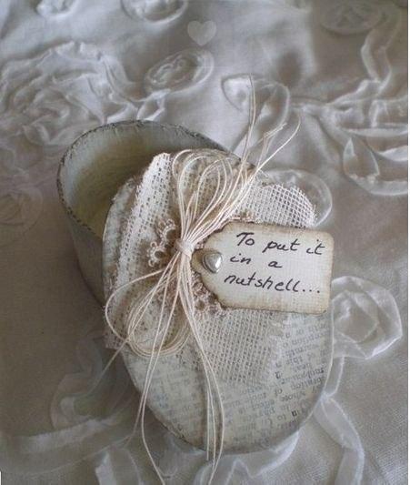 Винтажная ореховая упаковка для крохотного подарка винтаж, коробка, коробка винтажная, упаковки винтажная, под старину, орехи грецкие, скорлупа ореховая, из ореховой скорлупы, коробка из орехи, шкатулка из ореха, декор на День влюбленных, декор упаковки, День Влюбленных, день святого Валентина, идеи, идеи на День Влюбленных, идеи упаковки, коробки, оформление подарков, оформление упаковки 14 февраля, подарки любимым, подарки на День Влюбленных, подарки своими руками, сердечки, упаковка, упаковка подарочная, упаковка праздничная, упаковка своими руками, Упаковываем и оформляем подарки на День Влюбленных подарки