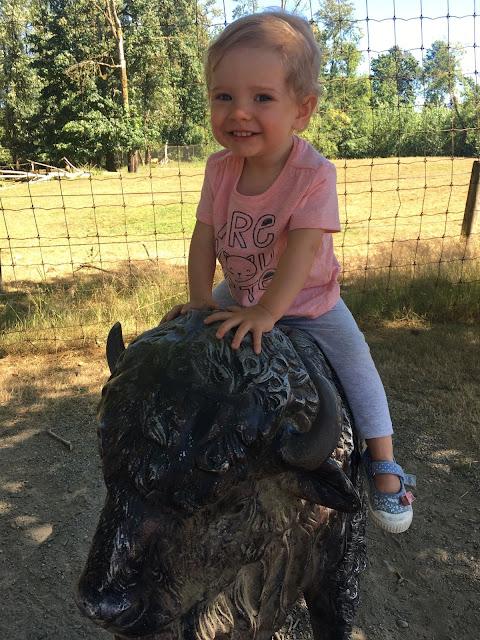zoo-statue